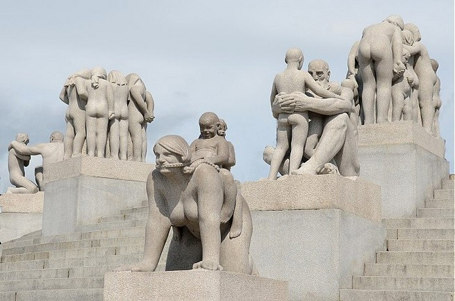 NORWAY'S FAMOUS MONOLITH BY GUSTAV VIGELAND  NORWAY'S FAMOUS MONOLITH BY GUSTAV VIGELAND 152