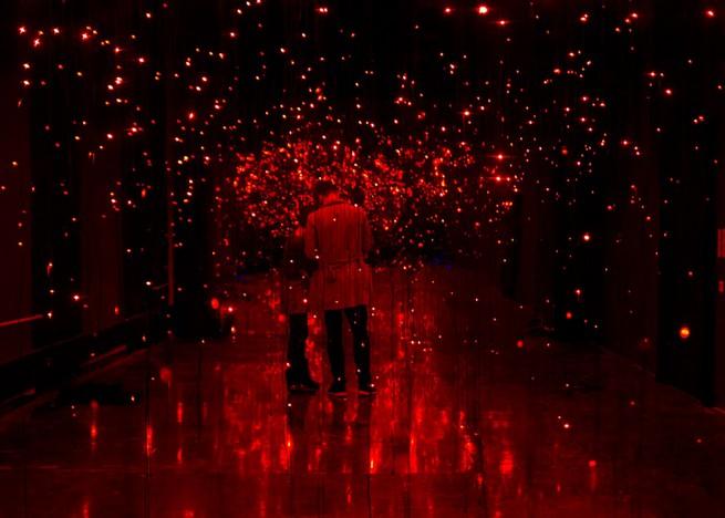 light-installations-that-look-like-fireflies-movements (5)  Light Installations That Look Like Fireflies Movements light installations that look like fireflies movements 5
