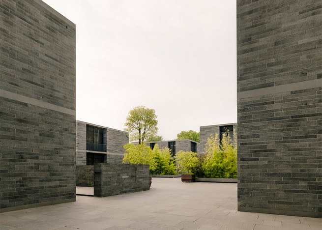 david-chipperfield-develops-stone-apartments-in-hangzhou-marshland (1)  David Chipperfield Develops Stone Apartments in Hangzhou Marshland david chipperfield develops stone apartments in hangzhou marshland 1