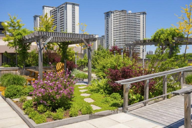 Sustainable designs sustainable designs Sustainable designs add a breath of fresh air to luxury apartments 1500 Dachbegr  nung iStock 24823807 MEDIUM 1030x686