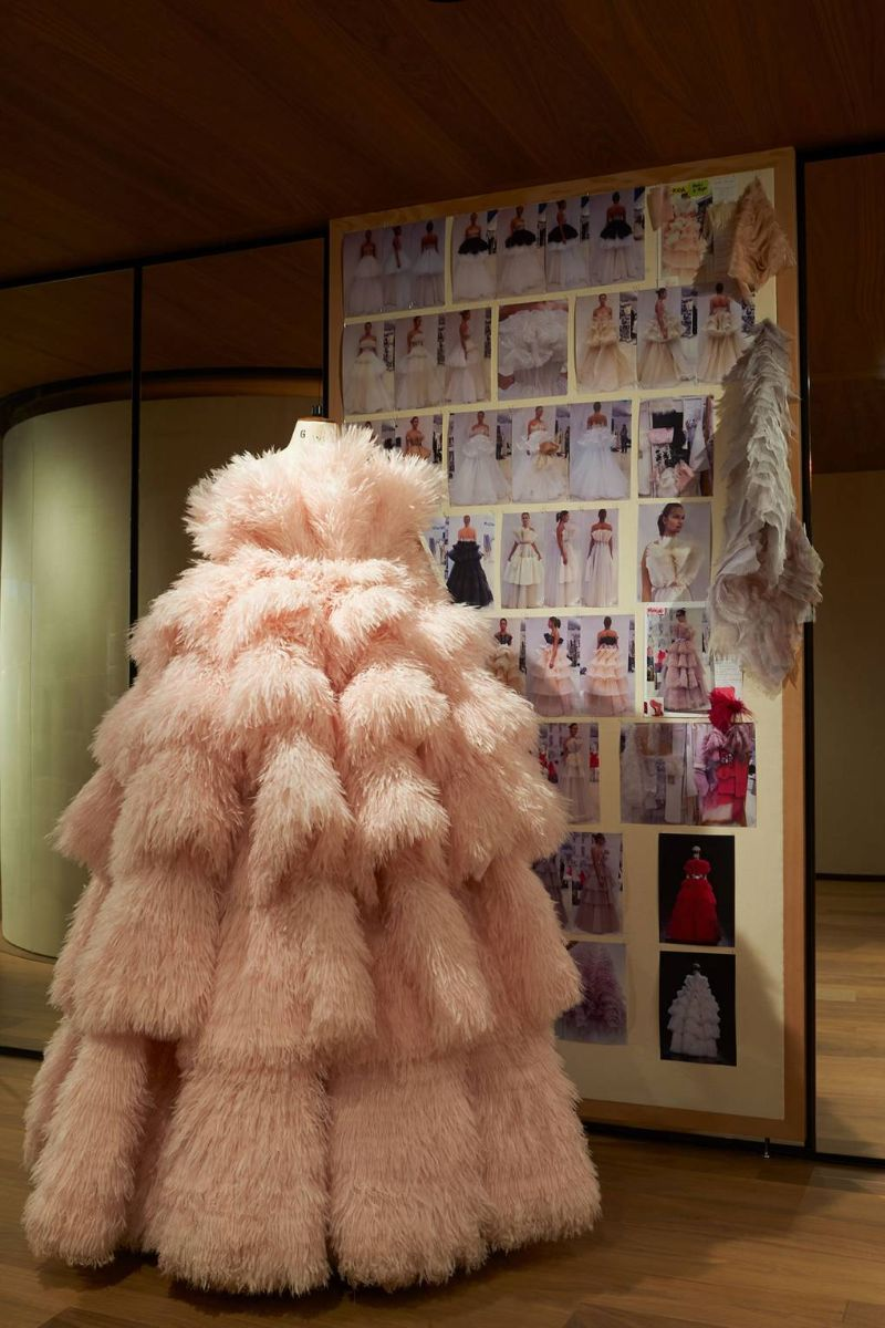 Alexander McQueen's 'Roses' Exhibition Is A Sight For Sore Eyes (9) alexander mcqueen Alexander McQueen's 'Roses' Exhibition Is A Sight For Sore Eyes Alexander McQueen   s    Roses    Exhibition Is A Sight For Sore Eyes 9