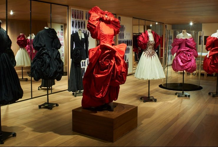 Alexander McQueen's 'Roses' Exhibition Is A Sight For Sore Eyes ft alexander mcqueen Alexander McQueen's 'Roses' Exhibition Is A Sight For Sore Eyes Alexander McQueen   s    Roses    Exhibition Is A Sight For Sore Eyes ft 740x500