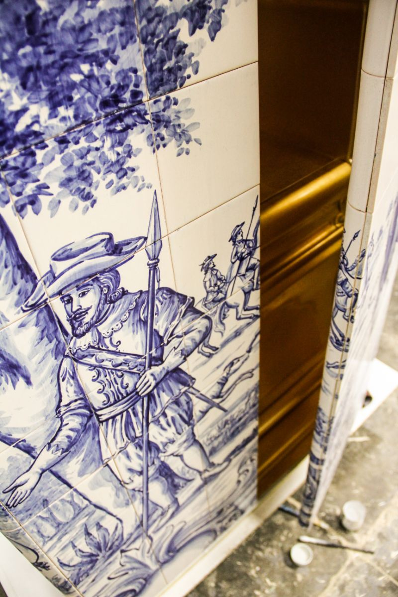 hand-painted tile The Wonders Of Craftsmanship – Details Of Hand-Painted Tiles The Wonders Of Craftsmanship Details Of Hand Painted Tiles 17
