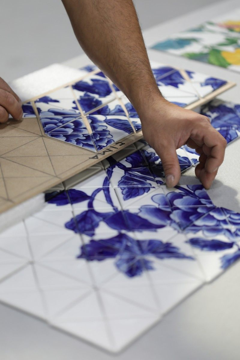 The Wonders Of Craftsmanship - Details Of Hand-Painted Tiles (6) hand-painted tile The Wonders Of Craftsmanship – Details Of Hand-Painted Tiles The Wonders Of Craftsmanship Details Of Hand Painted Tiles 6