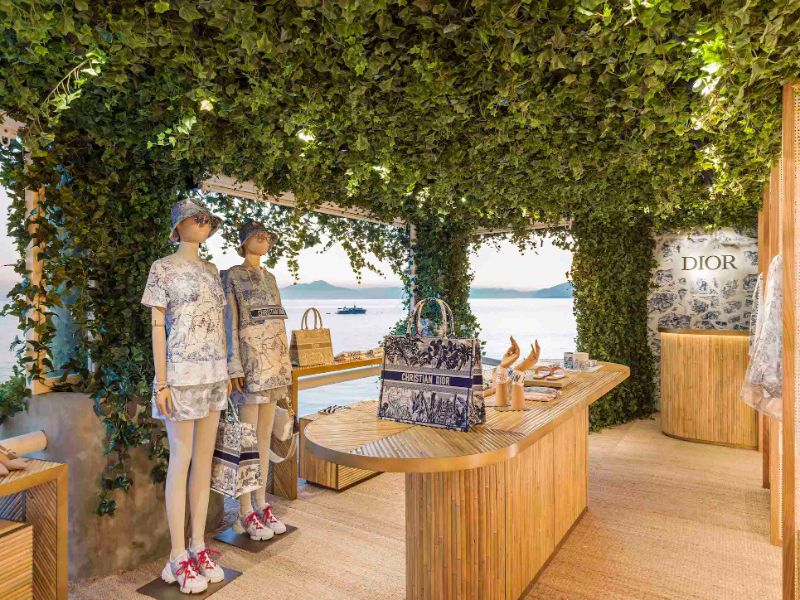 Dior Opens Pop-Up Store That Overlooks The Mediterranean Sea (2) [object object] Dior Opens Pop-Up Store That Overlooks The Mediterranean Sea Dior Opens Pop Up Store That Overlooks The Mediterranean Sea 2