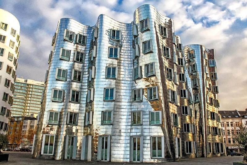 Frank Gehry's Iconic Architectural Buildings Around The World (14) frank gehry Frank Gehry's Iconic Architectural Buildings Around The World Frank Gehrys Iconic Architectural Buildings Around The World 14
