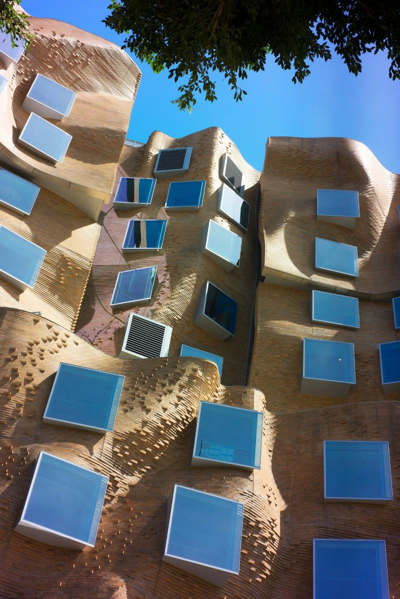 Frank Gehry's Iconic Architectural Buildings Around The World (2) frank gehry Frank Gehry's Iconic Architectural Buildings Around The World Frank Gehrys Iconic Architectural Buildings Around The World 2