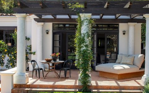 Kendall Jenner's Tranquil And Contemporary Los Angeles Home ft kendall jenner Kendall Jenner's Tranquil And Contemporary Los Angeles Home Kendall Jenners Tranquil And Contemporary Los Angeles Home ft 480x300