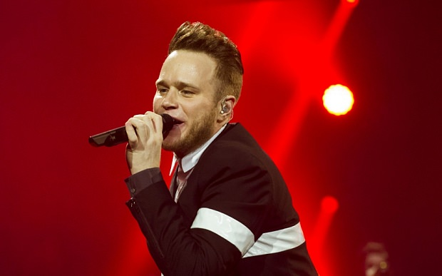 Mass appeal: Murs reaches out to all generations with his cheeky-chappy stage act  The Olly Murs factor: 'If critics don't like me that's fine' Oily Murs Red   Ni 3279835b