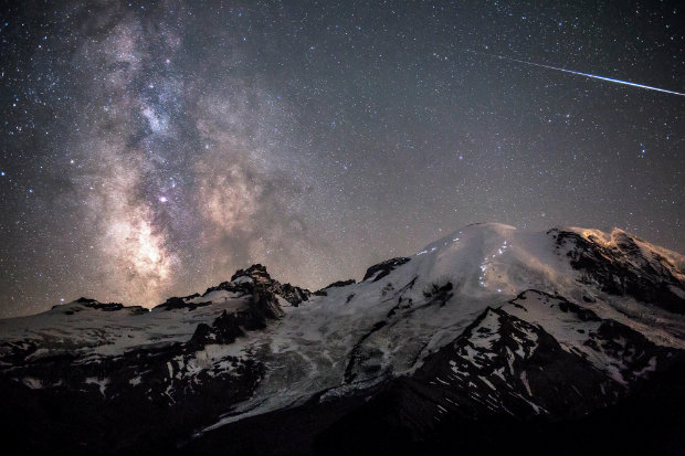 http://bocadolobo.com/blog/photography-video/astrophotographers-of-the-year/  Astrophotography – The Greatness of Time and Space Amazing skyline photography1