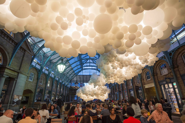 100 000 Giant Balloon Installation in Covent Garden