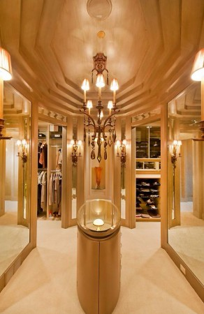 Golden Details closets 25 Luxury Closets for the Master Bedroom Dream Closet Gold e1448914733198