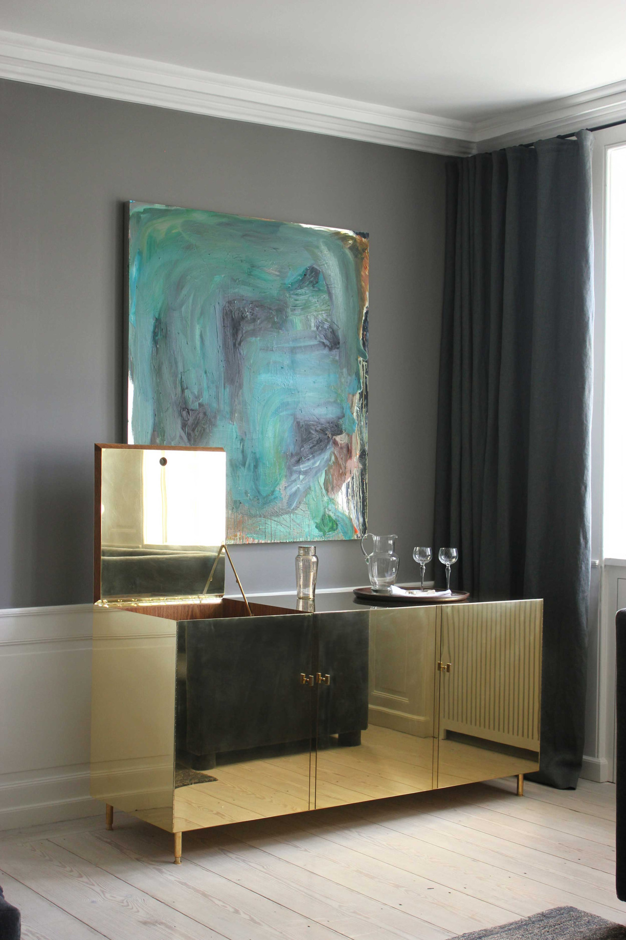 http://www.bocadolobo.com/en/inspiration-and-ideas/wp-content/uploads/2015/12/Top-20-Modern-Sideboards-18.jpg