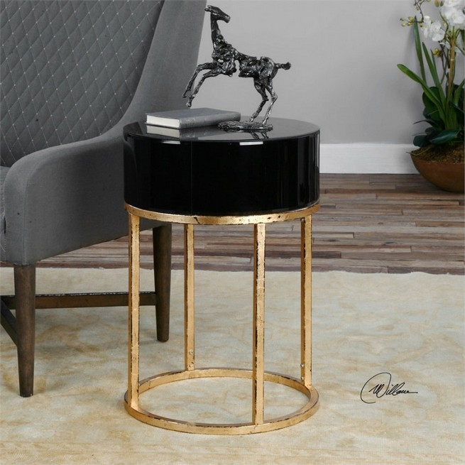 Black and Gold Side Tables for Luxury Homes Side Tables Black and Gold Side Tables for Luxury Homes Minimalist black and gold side table