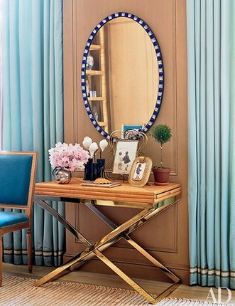 brass console tale gorgeous console tables 10 Gorgeous Console Tables for A Summer Décor brass console