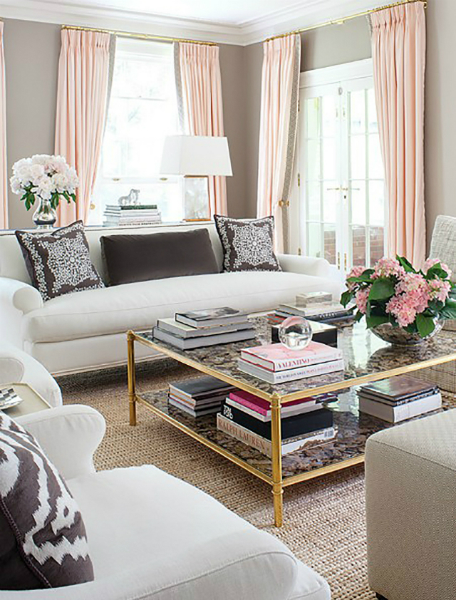 1 coffee table décor What's your coffee table décor saying about you? Inspiracao Decor Rosa Cinza Sala Dicas Oh My Closet