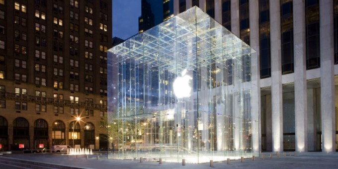 new york A DESIGN GUIDE TO NEW YORK'S MUST-VISIT LOCATIONS applestore 5thave3