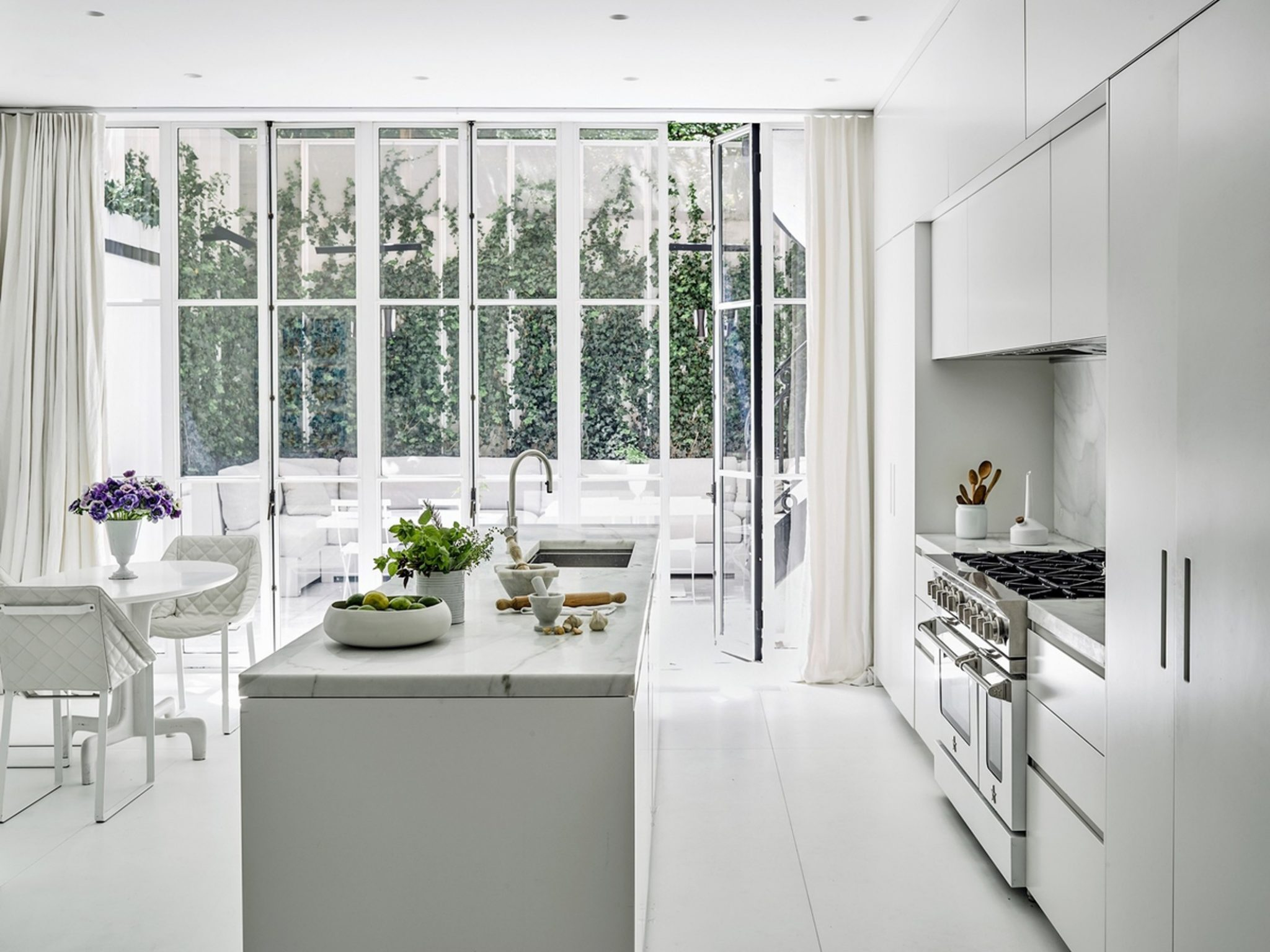 contemporary A Contemporary Take on a Classic New York house by Studio Piet Boon new york inspiraitions 6