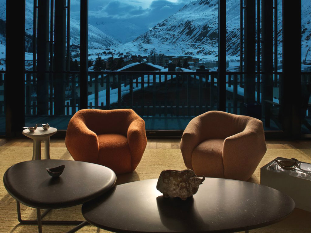 Pierre Yovanovitch Contemporary Chalet in the Swiss Alps by Pierre Yovanovitch cover1 1