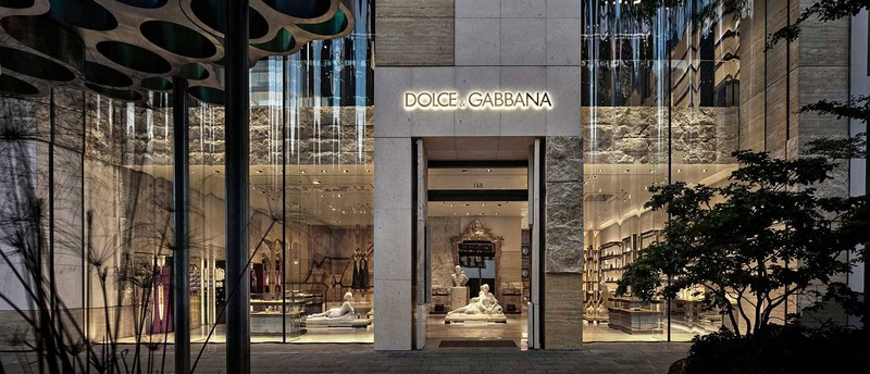 New Dolce & Gabbana Store Recreates The Grandeur of Teatro alla Scala dolce & gabbana New Dolce & Gabbana Store Recreates The Grandeur of Teatro alla Scala luxury store inspirations 14