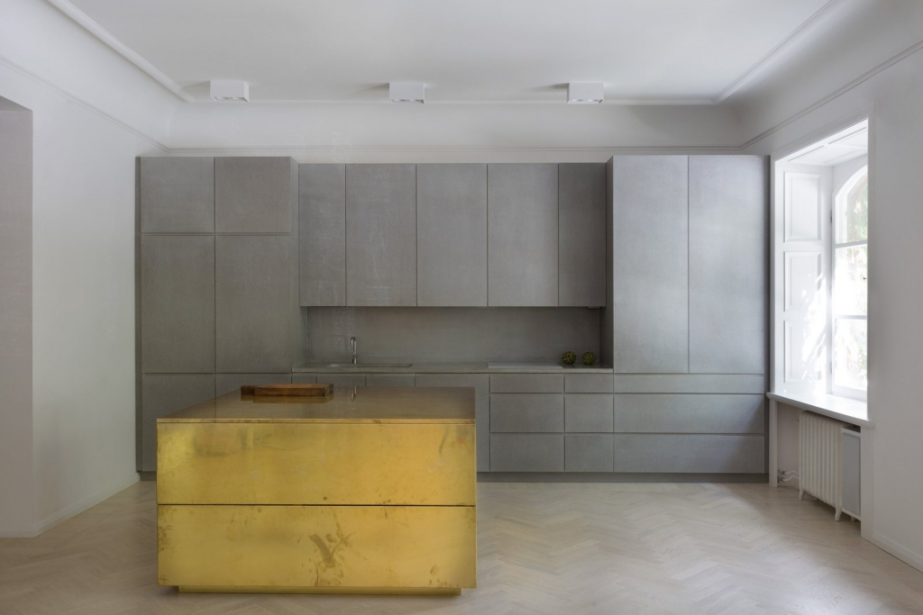 kitchen designs 10 Sleek Kitchen Designs with Brass Accents gold and gray apartment 10 65967 1024x683