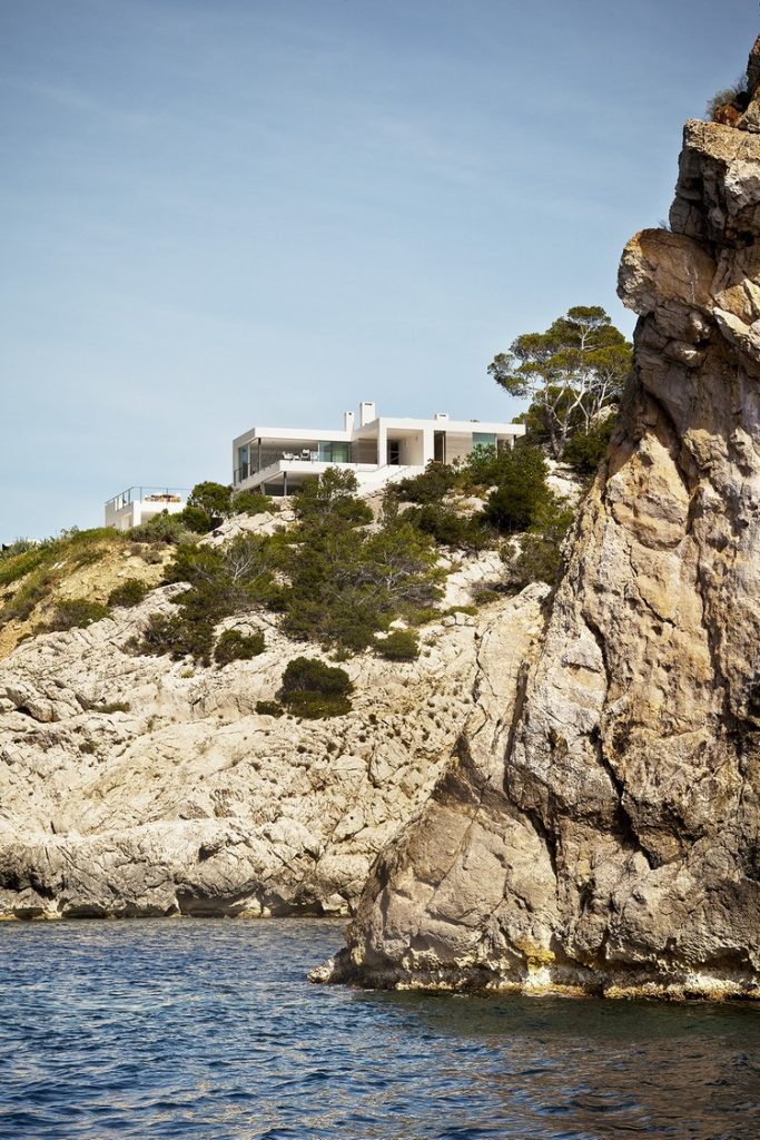 Between Stone, Sky, and Sea: Modern Villa in Ibiza modern Between Stone, Sky, and Sea: Modern Villa in Ibiza ibiza house inspirations 2