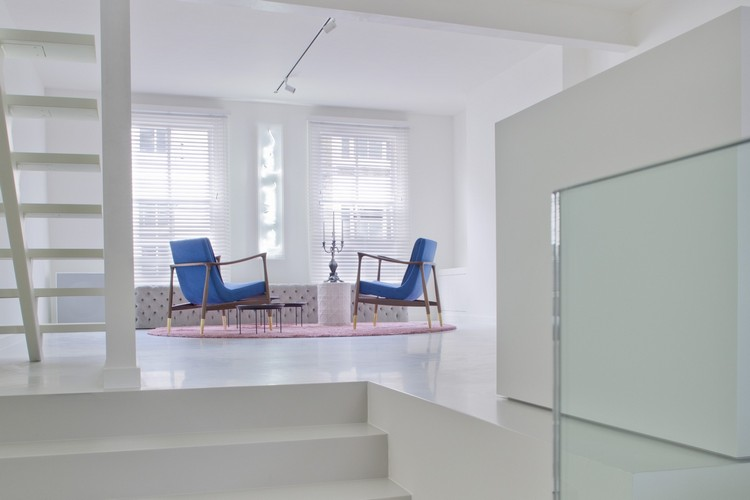Minimalist Minimalist Apartment with Bold Design by Jimmie Martin london modern inspirations 5