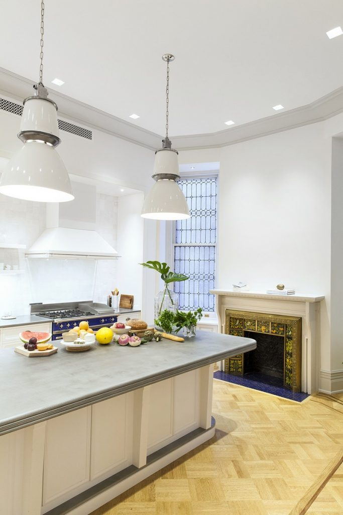 interiors Bright and Modern Interiors Enliven a Historical NY Apartment manhattan partment inspirations 7 683x1024