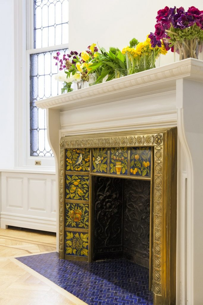 interiors Bright and Modern Interiors Enliven a Historical NY Apartment manhattan partment inspirations 8 683x1024