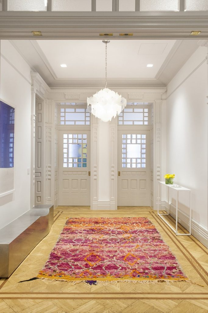 interiors Bright and Modern Interiors Enliven a Historical NY Apartment manhattan partment inspirations 9 683x1024