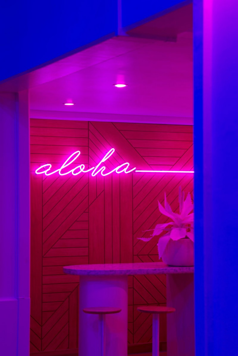 modern hotel A Tropical Explosion of Color in this Hawaiian-Inspired Modern Hotel hawai hotel inspirations 14