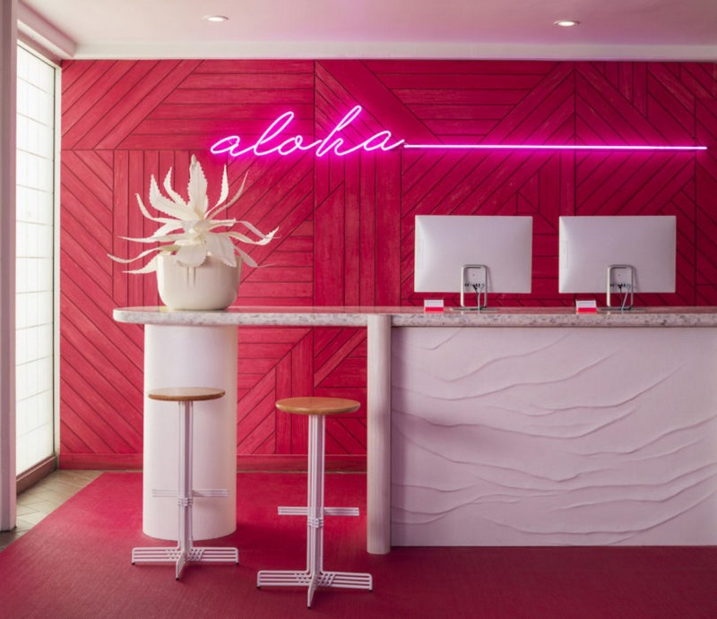 modern hotel A Tropical Explosion of Color in this Hawaiian-Inspired Modern Hotel hawai hotel inspirations 7