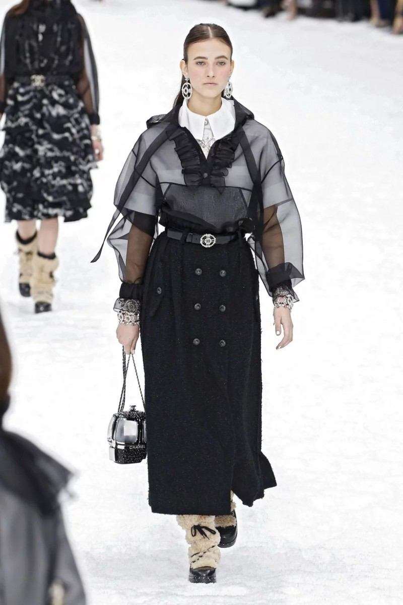 Lagerfeld's Final Chanel Show is A Flawless Winter Tale karl lagerfeld Karl Lagerfeld's Final Chanel Show Becomes A Flawless Winter Tale Lagerfelds Final Chanel Show is A Flawless Winter Tale 10