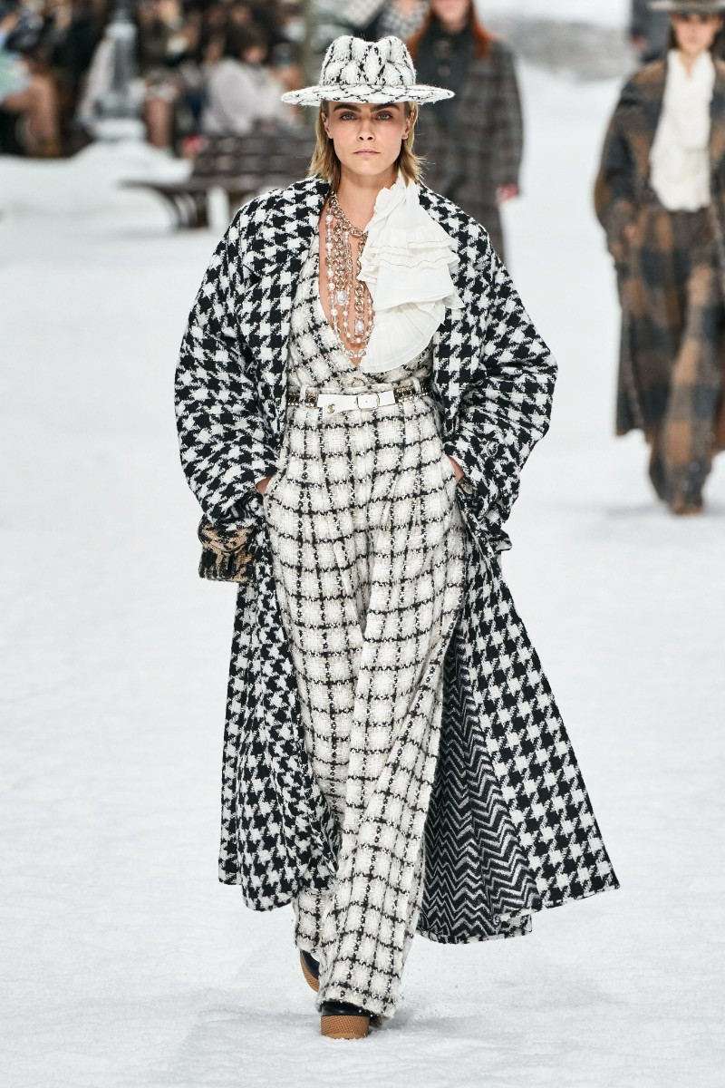 Lagerfeld's Final Chanel Show is A Flawless Winter Tale karl lagerfeld Karl Lagerfeld's Final Chanel Show Becomes A Flawless Winter Tale Lagerfelds Final Chanel Show is A Flawless Winter Tale 6
