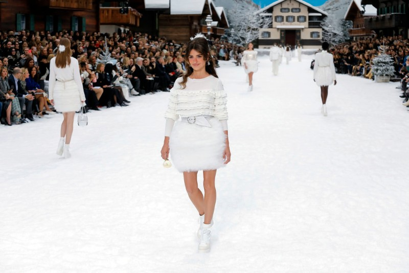 Lagerfeld's Final Chanel Show is A Flawless Winter Tale karl lagerfeld Karl Lagerfeld's Final Chanel Show Becomes A Flawless Winter Tale Lagerfelds Final Chanel Show is A Flawless Winter Tale 7