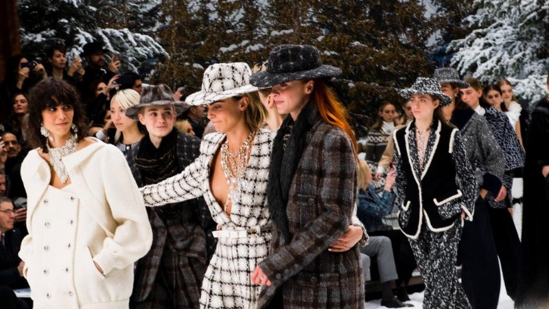Lagerfeld's Final Chanel Show is A Flawless Winter Tale karl lagerfeld Karl Lagerfeld's Final Chanel Show Becomes A Flawless Winter Tale Lagerfelds Final Chanel Show is A Flawless Winter Tale 8