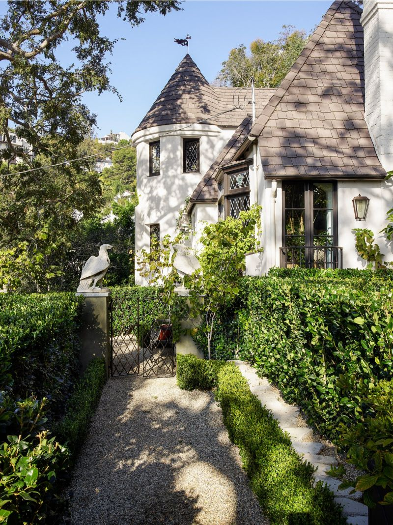 Jean-Louis Deniot Reveals His Blissful and Historic LA Abode jean-louis deniot Jean-Louis Deniot Reveals His Blissful and Historic LA Abode Jean Louis Deniot Reveals His Blissful and Historic LA Abode 7