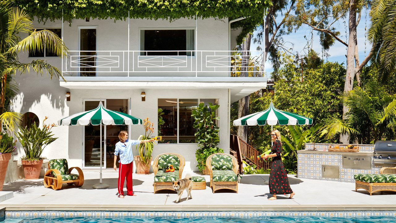 stylish home Step Inside Poppy and Cara Delevingne's Stylish Home in Los Angeles Step Inside Delevingnes Home in Los Angeles feature