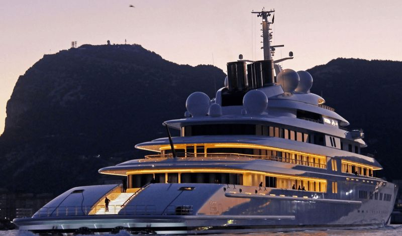 Pure Symbols Of Sophistication: Here Are The Most Unique Superyachts superyachts Pure Symbols Of Sophistication: Here Are The Most Unique Superyachts Azzam1yacht