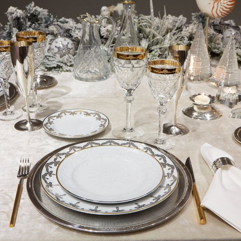 Get Ready For The Holidays: Silver Dining Room Ideas dining room ideas Get Ready For The Holidays: Silver Dining Room Ideas Get Ready For The Holidays Silver Dining Ideas 9