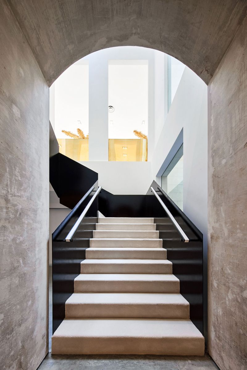 Barcelona's New Concept Store: Palatial Interiors with A Modern Design modern design Barcelona's New Concept Store: Palatial Interiors with A Modern Design Barcelonas New Concept Store Palatial Interiors with A ModernDesign 14