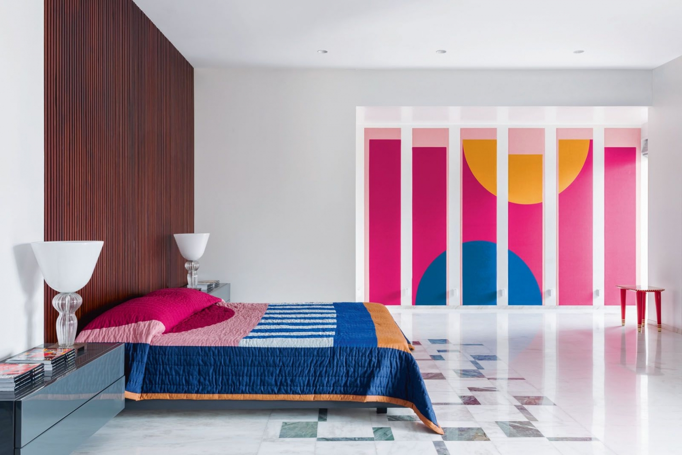 luxury home Get The Look Of This Colorful Luxury Home Inspired By Pop Art Get The Look Of This Colorful Luxury Home Inspired By Pop Art feature image 1 1400x934