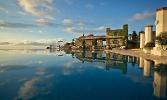 luxury hotel Take A Look At These 10 Stunning Luxury Hotel's Infinity Pools feature image 23 335x201