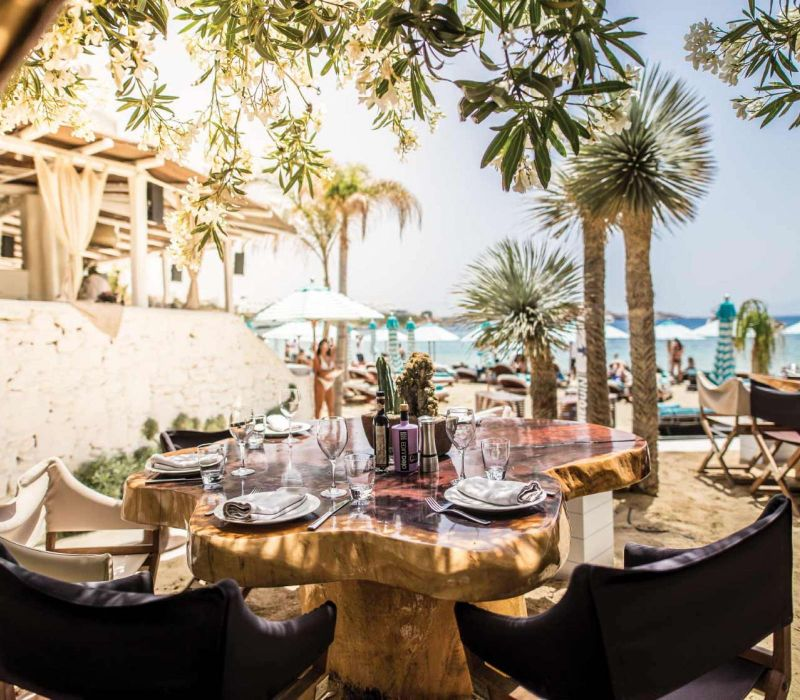 Dubai's Top 10 Luxury Restaurants For One Thousand and One Experiences luxury restaurants Dubai's Top 10 Luxury Restaurants For One Thousand and One Experiences Dubais Top 10 Luxury Restaurants For One Thousand and One Experiences 11