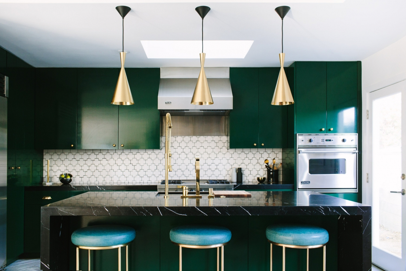 contemporary home Tips On How Brass Can Introduce Class Into Your Contemporary Home feature image 37 1400x933