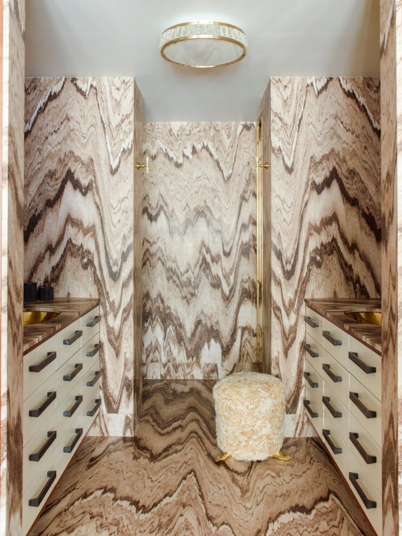 Walk-In Closets Of Your Dreams: Intimate and Elegant Spaces For You walk-in closets Dreamy Walk-In Closets That Will Elevate Your Entire Bedroom Design Walk In Closets Of Your Dreams Intimate and Elegant Spaces For You 3