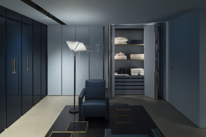 Walk-In Closets Of Your Dreams: Intimate and Elegant Spaces For You walk-in closets Dreamy Walk-In Closets That Will Elevate Your Entire Bedroom Design Walk In Closets Of Your Dreams Intimate and Elegant Spaces For You 6