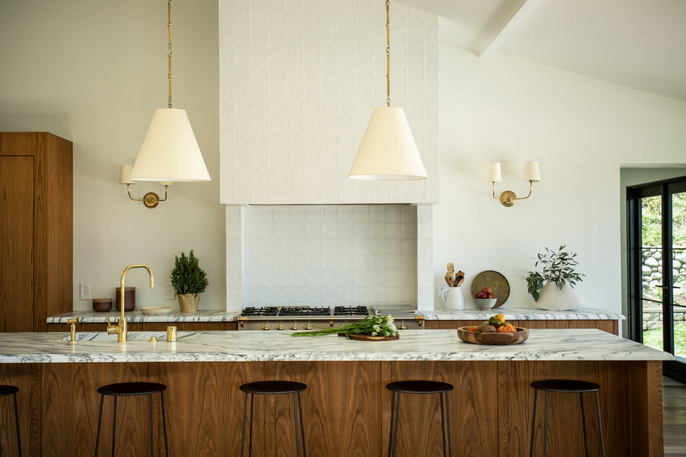 South European Style Inside A Mid-Century Home in Los Angeles - Interior Design by Tatum Kendrick mid-century home South European Style Inside A Mid-Century Home in Los Angeles – Interior Design by Tatum Kendrick feature 1400x933