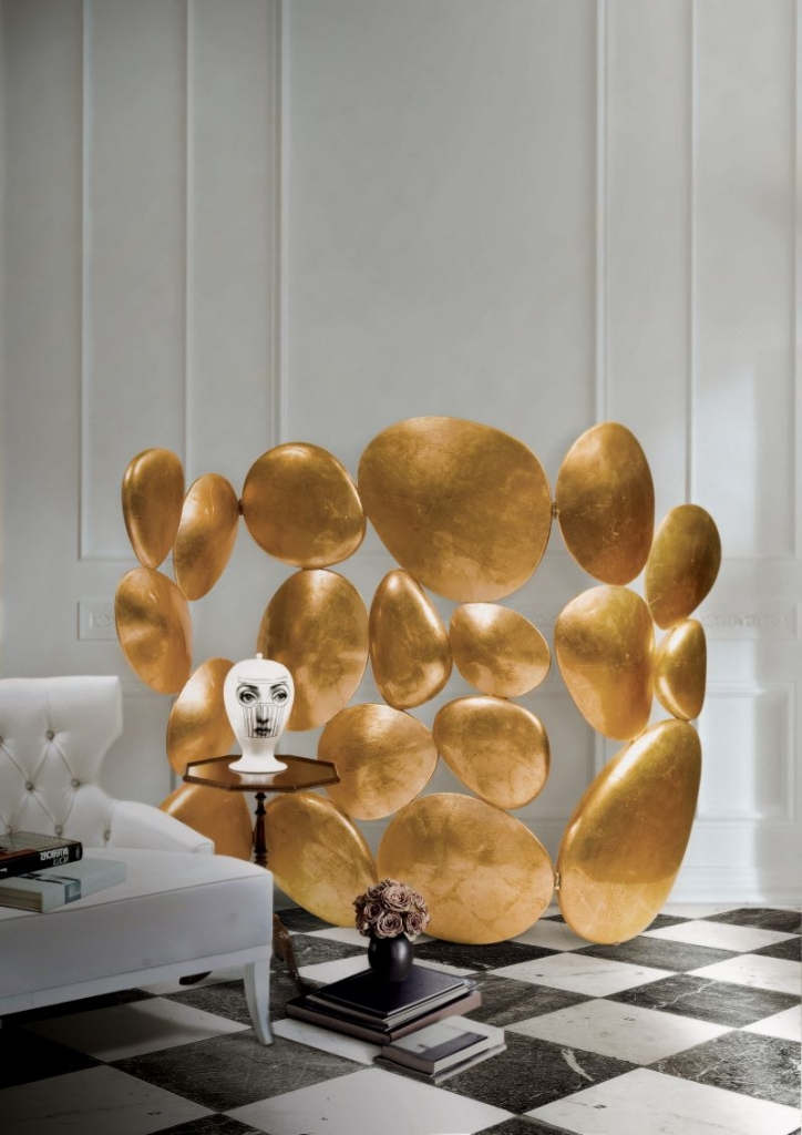 statement piece Our Selection Of Statement Pieces For The Sunshine State gold folding screen 03 724x1024