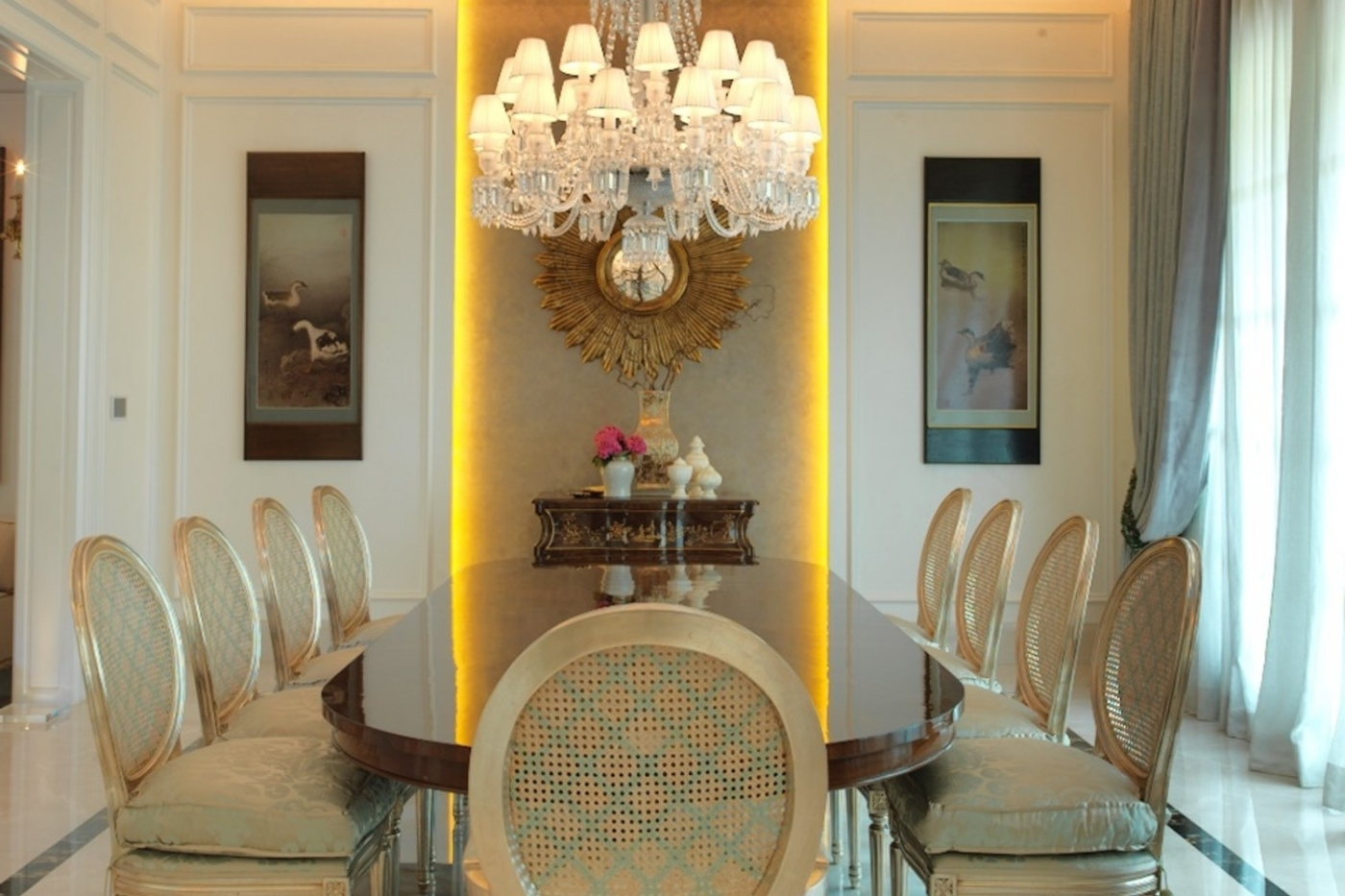 Unravel Vivianne Faye's Vibrant, Sophisticated And Glamorous Interior Design Projects ft
